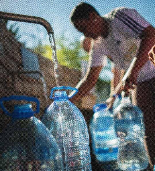 Capetonians started to look for other sources of water, as household restrictions got tighter. Many started queuing at local springs in the suburbs to fill up water containers.